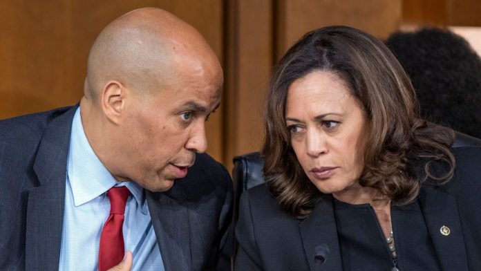 Cory Booker and James Clapper bombs: two more packages suspected