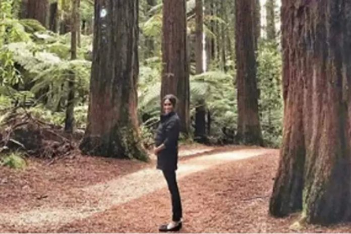 Meghan Markle cradling her baby bump in New Zealand (Picture)