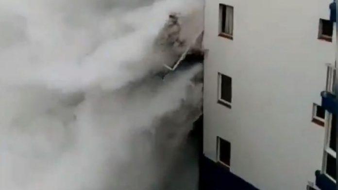 Waves wipe away spain balconies (Watch)