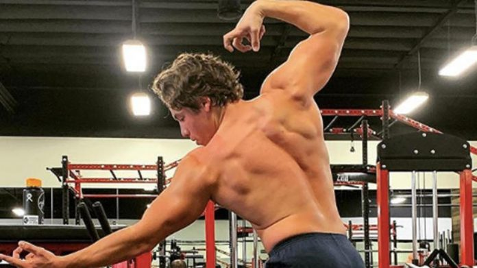 Arnold's son recreates iconic pose