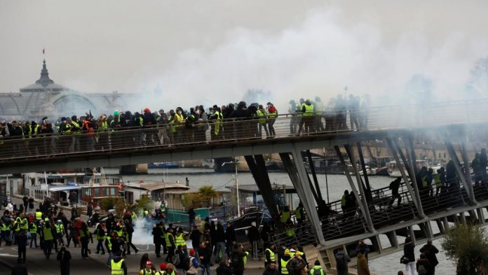 France yellow vest protests keep up pressure on unrepentant Macron