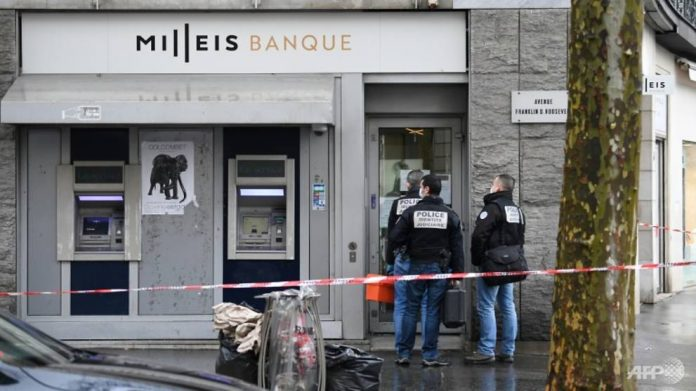 Paris bank robbery: 'Several' suspects on the run, Report
