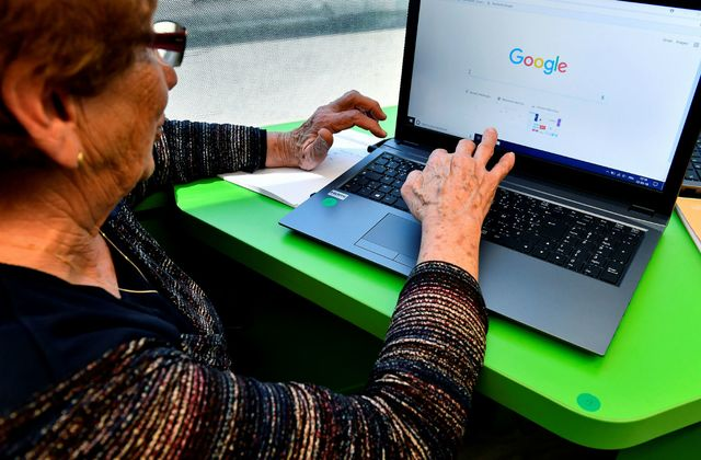 People 65 and older share more fake news than other groups (Study)