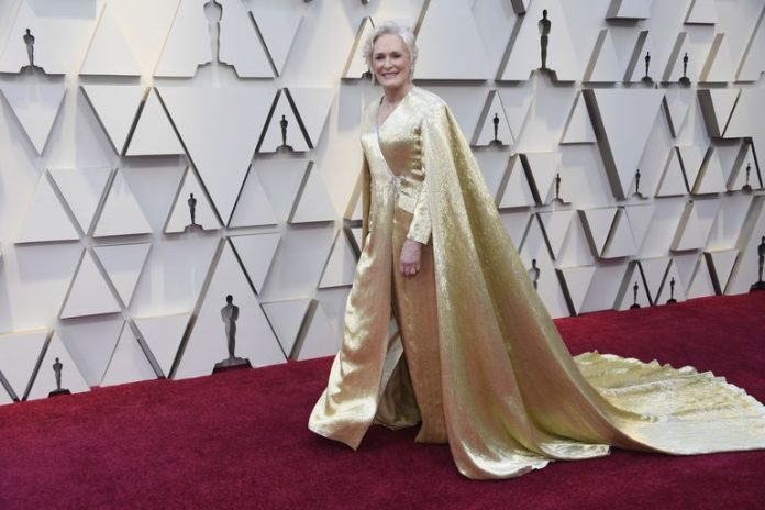 Glenn Close's Gold Oscars Dress Weighs 42 Lbs (Photo)