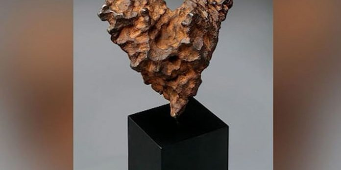 Heart-shaped meteorite up for auction on Valentine's Day (Photo)