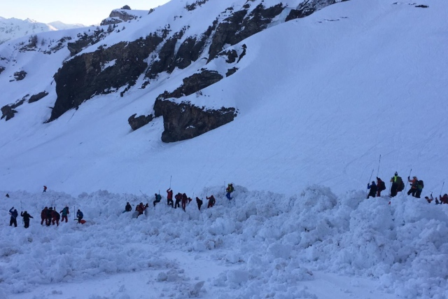 Swiss avalanche: French ski patroller dies, Report