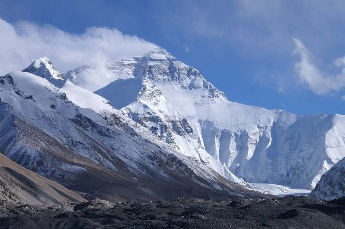 Melting Glaciers Expose Dead Bodies on Mount Everest, Report