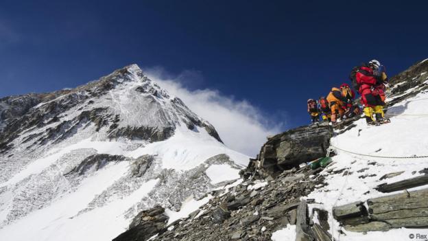 Melting Glaciers Reveal Everest Graveyard, Report