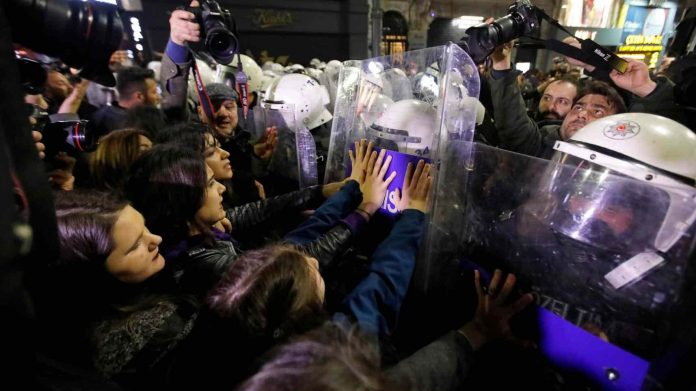 Turkish police use tear gas to disperse women's march, Report