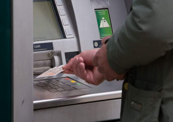 UK's cash system in danger of collapse, report warns