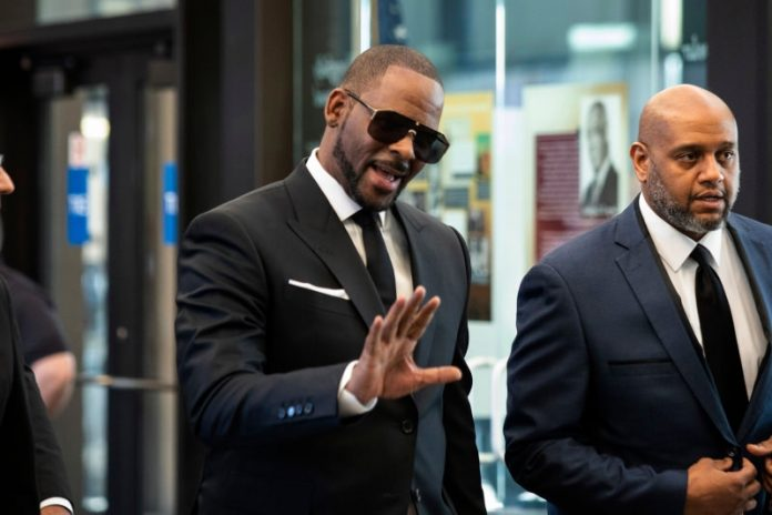 R. Kelly Performs for 28 Seconds, Asks Media to 'Take It Easy', Report