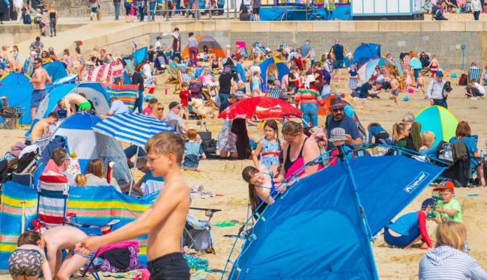 UK: Bank holiday weekend could be hottest Easter on record