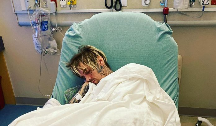 Aaron Carter shares photo from hospital (Picture)