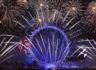 New Year fireworks in London (Video)