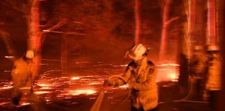 Seven die in Oz fires and more than 200 homes destroyed