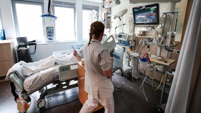 Coronavirus UK Update: Government Unveils NHS Contact-Tracing Phone App