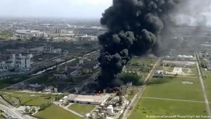 Blast at chemical plant in Italy injures 2 (Video)