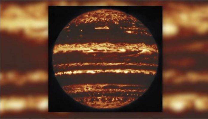 Jupiter glows like a jack-o'-lantern in new images (Study)