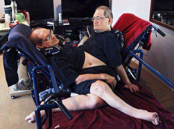 World's oldest conjoined twins Ronnie & Donnie Gaylon die at 68