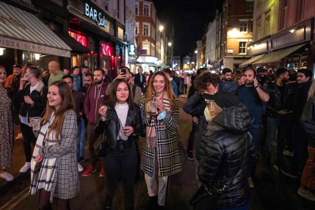 Coronavirus UK updates: Packed streets as pubs empty at 10pm