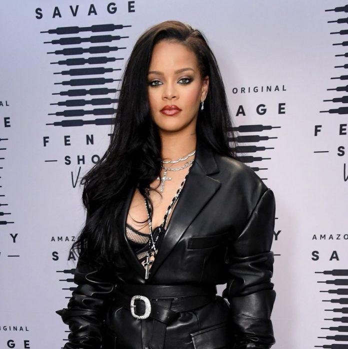 "Rihanna apologises to Muslim community for ""honest mistake"""