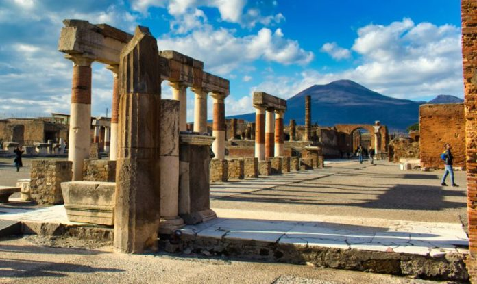 Tourist returns 'cursed' artefacts looted from Pompei, Report