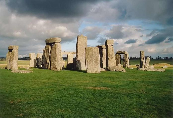 Protesters against tunnel close UK's prehistoric Stonehenge, Report