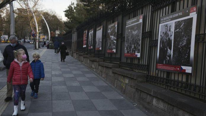 Turkey toughens curfew measures amid COVID-19 surge