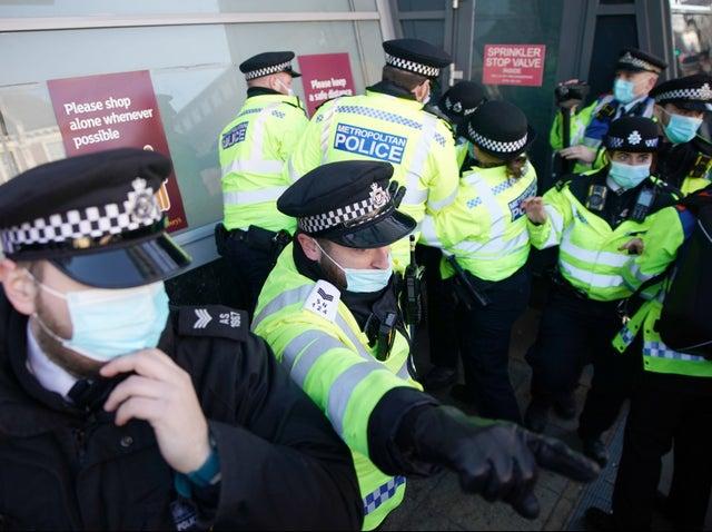 Coronavirus UK Updates: Ending lockdown in February would be a 'disaster', Sage scientist warns
