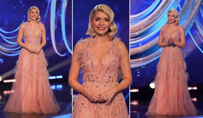 Holly Willoughby steals the show on Dancing on Ice with 'stunning' v-neck dress (Photo)