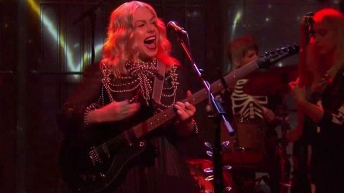 Phoebe Bridgers, Rock Star, Smashed Her Guitar On 'SNL' (Video)