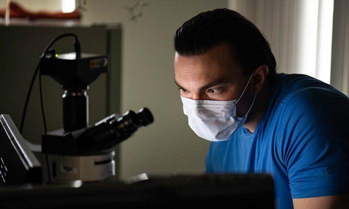 Study: Apt analogies help veteran convey his HIV research