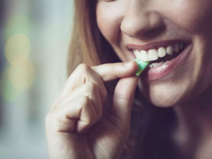 Chewing gum after heart surgery may help relieve gut problems, says study